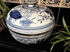 VERY LARGE ORIENTAL THAILAND HANDPAINTED BLUE WHITE BOWL & LID BRASS RIMS 12""